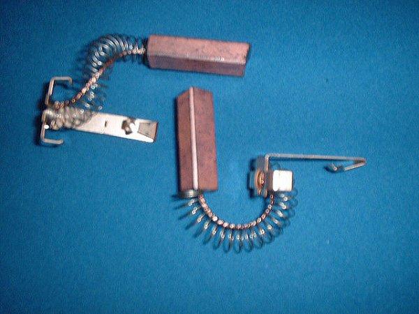 画像1: 日立掃除機用カ−ボンブラシ (1)